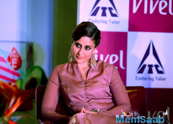 We all knew that Kareena Kapoor is pregnant now, it's obvious to think she will be playing a pregnant woman in Veere Di Wedding, But Kareena has rubbished the reports.