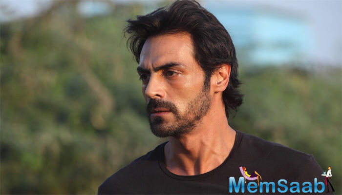 To get into the character, Arjun Rampal has also lost some weight, reportedly he spent almost an hour with Gawli on December 29 last year in the hospital as part of research for the lead role in the film.
