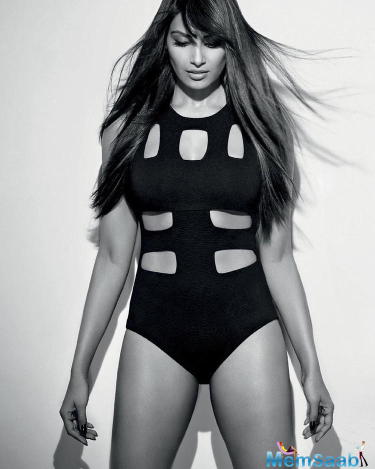 Bipasha Basu has been a 'fitness guru' for a long time. A hot body like her is every girl's dream. Bipasha Basu looked smouldering hot wearing a black swimsuit in a photo .