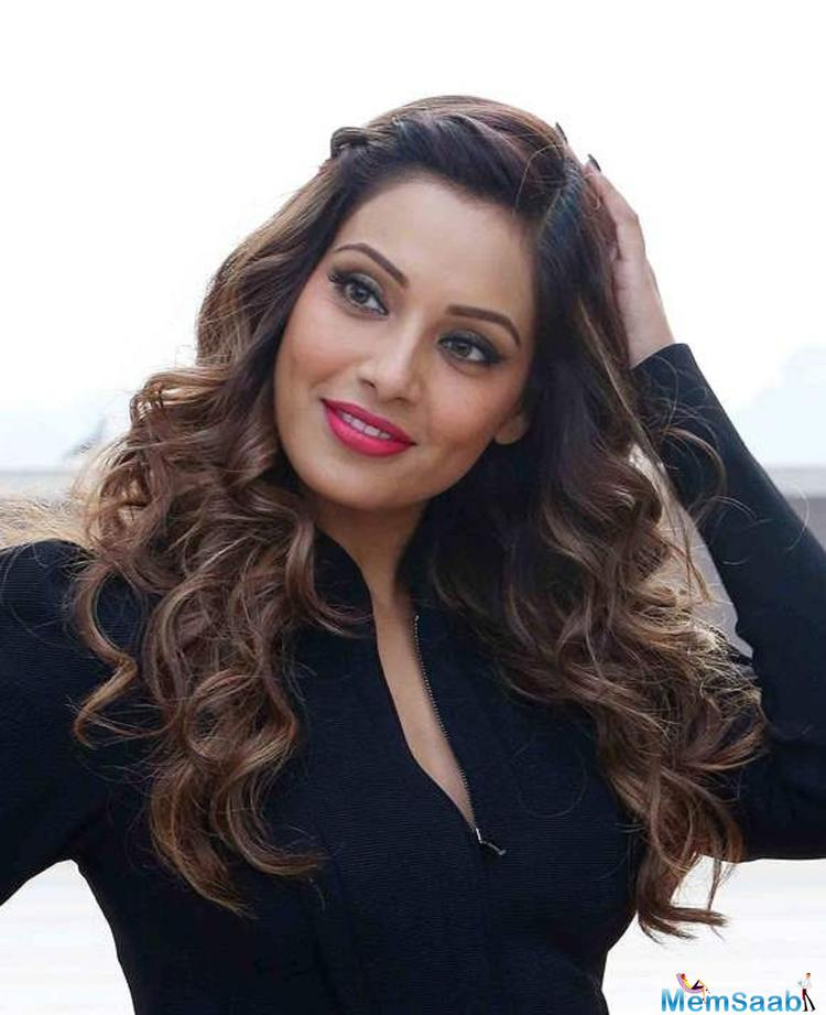 Bipasha revealed , I eat everything except red meat and rice. Lots of greens, chicken, dal, roti, and vegetables form a part of my daily diet.