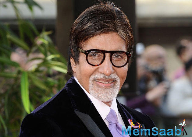Amitabh Bachchan was recently seen sharing quality time with stars at the Outlook Awards in the capital.He makes a speech at the recent ceremony
