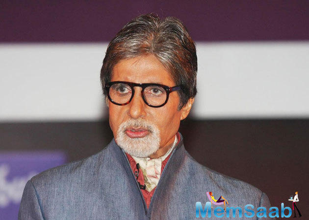 Big B becomes an institution that is inseparable from the lore of Indian cinema.In the event, he receives an award from L.K. Advani. Shashi Tharoor also was seen