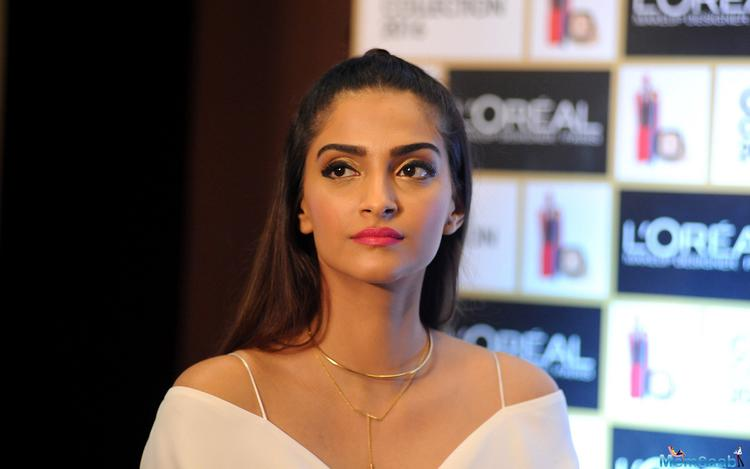According to the recent report, Sonam Kapoor will be seen in Arjun Kanungo's next single.