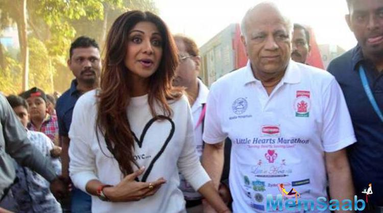 It's very tragic time for Shilpa Shetty and her family,  father Surendra Shetty passed away on Tuesday. He suffered from a massive heart attack while he was asleep and breathed his last today.