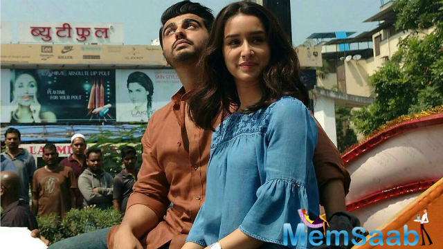 Arjun Kapoor and Shraddha Kapoor were also doing a round the holy city of Varanasi and the duo enjoying a rickshaw ride in the city.