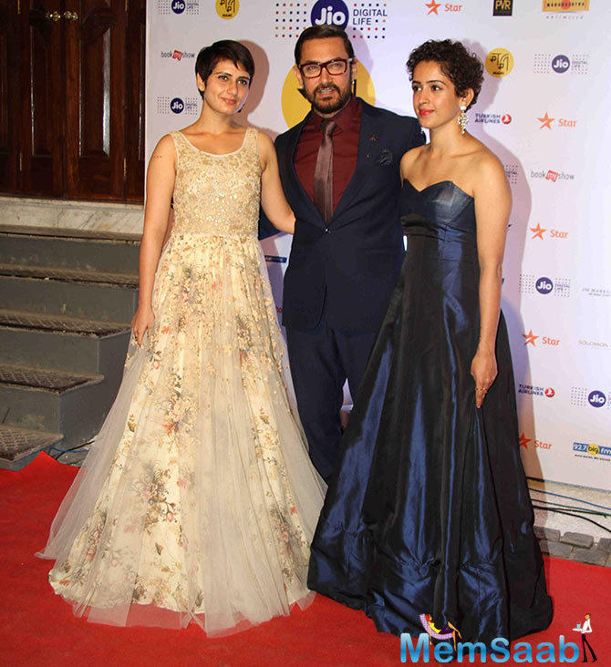 Aamir Khan with his onscreen daughters from Dangal, this film is all set to release on December 23