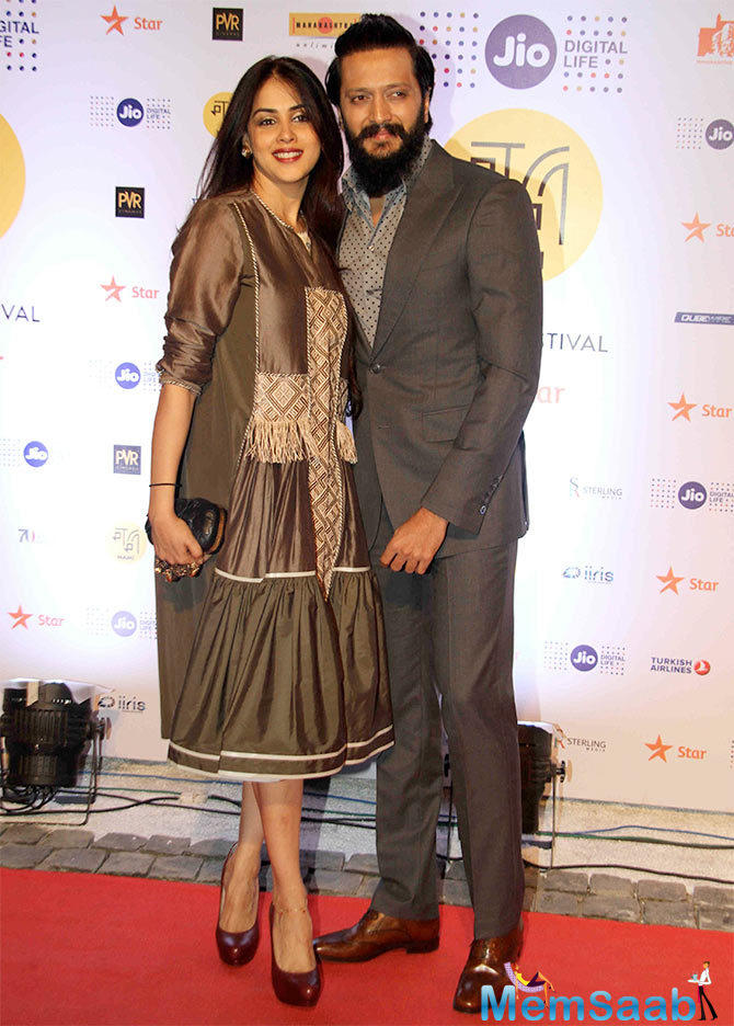 Cutest couple of Bollywood Riteish and Genelia dazzle at MAMI, While Genelia looked radiant in a grey creation, Riteish was his dapper self as they walked down the red carpet together