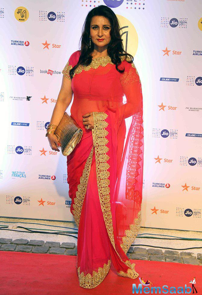 Poonam Dhilon looks ageless in this gorgeous outfit at Jio MAMI opening ceremony .