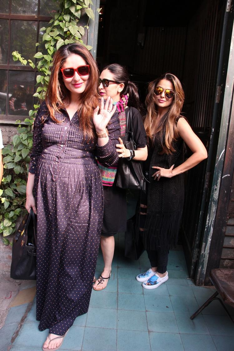 Here is a too adorable pic of Mommy-to-be Kareena Kapoor Khan