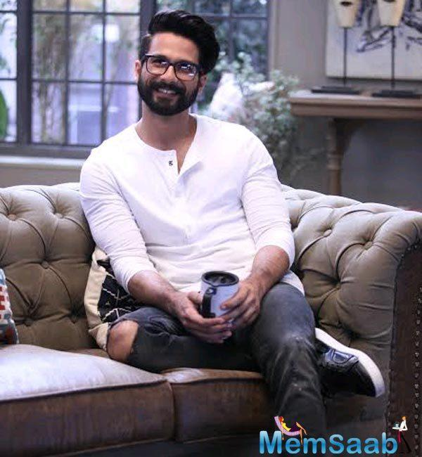 Shahid Kapoor, who is the co-star of Kangana in Rangoon, gave a compliment to her on a chat show.