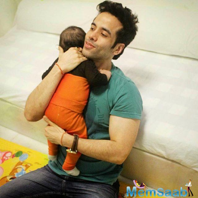 Tusshar Kapoor is a doting father, here he is proof, see this adorable pic with his baby Laksshya