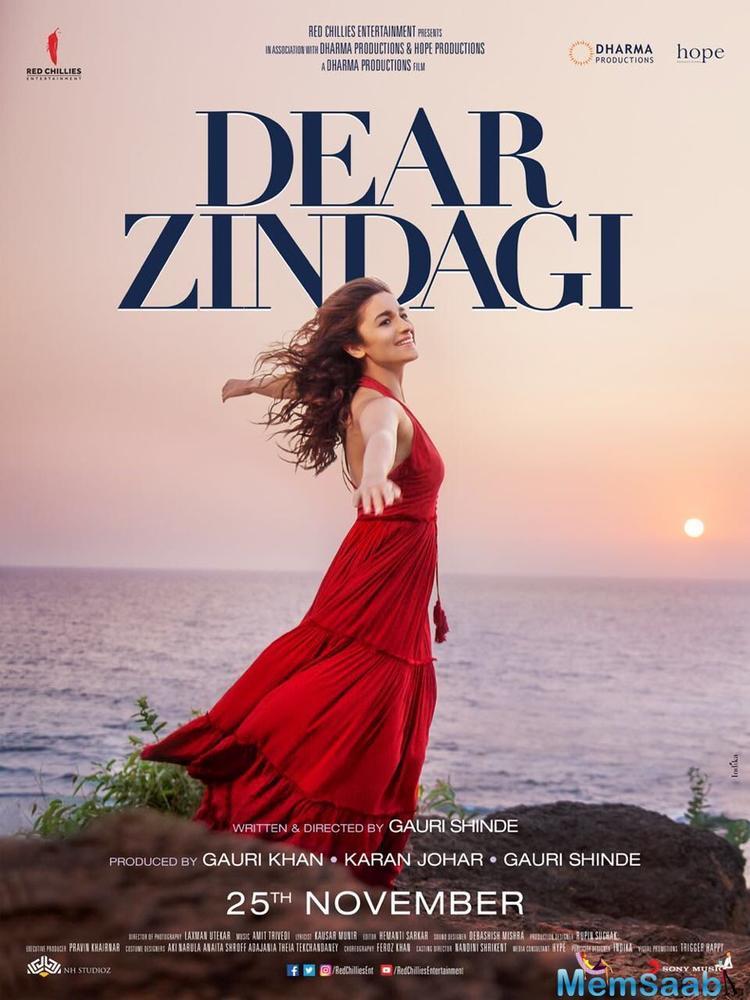 Alia, who is the main lead of Dear Zindagi, here shares the Dear Zindagi poster.