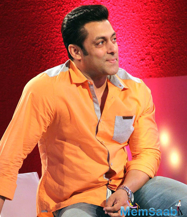 In the Weekend Ka Vaar episode this week, Salman will be seen grilling Om Swami for commenting against Rohan Mehra and his family.