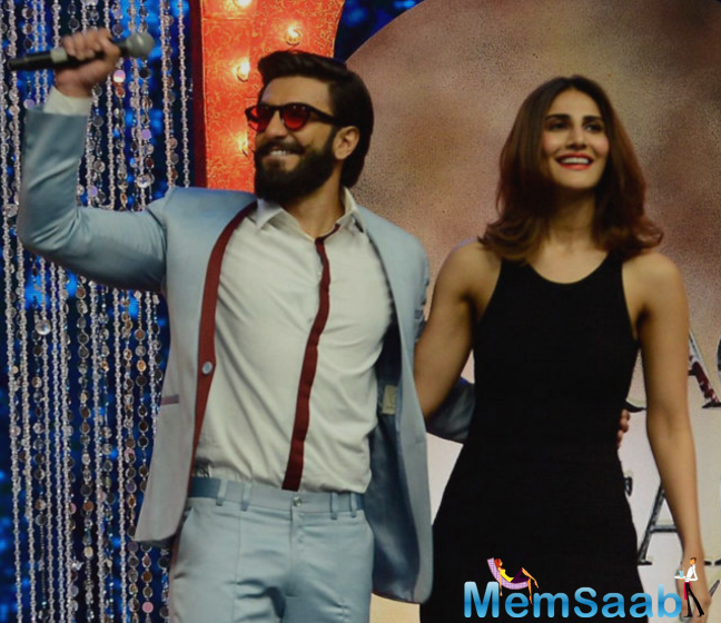 Ranveer Singh has his battery fully charged for the promotions of his film Befikre.He injected some high dose of fun and drama on the sets of kids' dance reality show Super Dancer with his infectious energy and cool attitude.