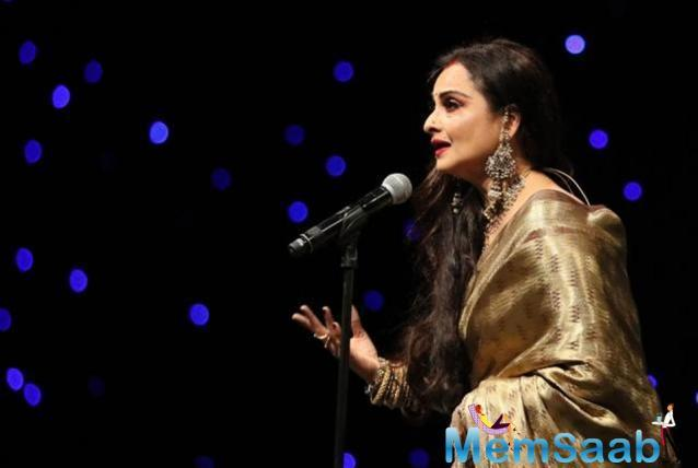 What makes Reka unique is her never-changing fashion look –sari, red lips and wavy long hair, mostly open or sometimes tied. To collect her award, she showed up in a gold-toned traditional sari and a matching blouse.