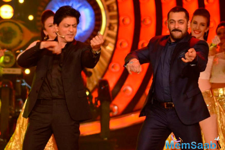 Salman in his Sultan tone is seen muttering the dialogue with Shah Rukh joins in, in his distinct voice.