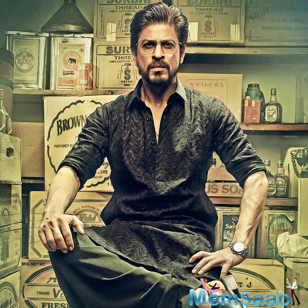 First one is srk's unique look, he will be seen in a drastically different avatar in Raees.
