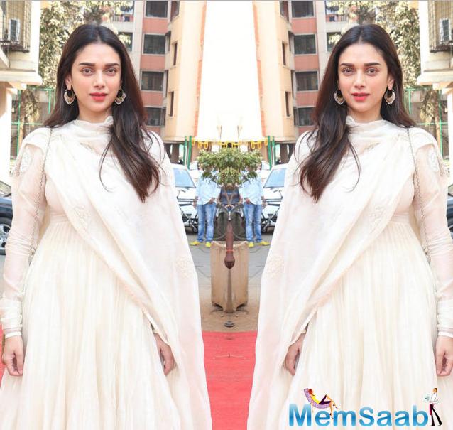 Aditi was photographed at Anurag's puja wearing a simple white flowy kurta and churidar pajamas.