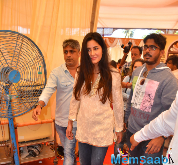 Dressed in a simple chikan embordered kurta and denim, 'Jagga Jasoos' leading lady Katrina was seen chatting with Anurag at the venue.