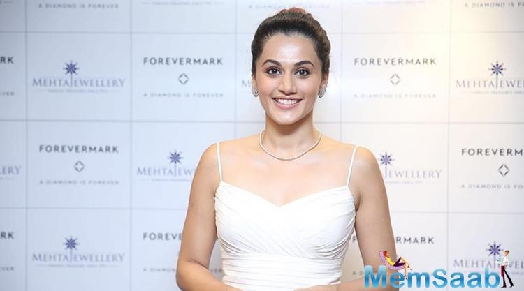 Taapsee will also be seen in the movie 'Tadka' along with Nana Patekar, Ali Fazal, and Shriya Saran. The actress then jocularly said she would love to run away with John Abraham and Hrithik Roshan.