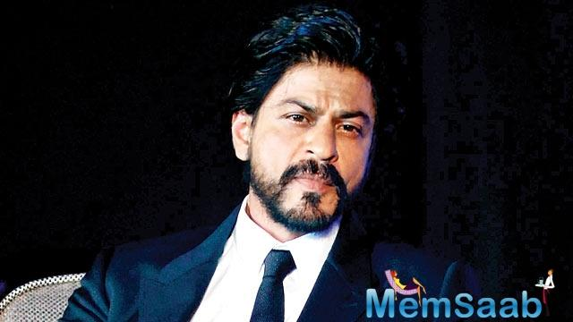 "SRK interrupted and joked he was shirtless and beating himself in his introduction and added, ""Of course your mom would like me!"" to which she blushingly replied, ""He has a point!"""