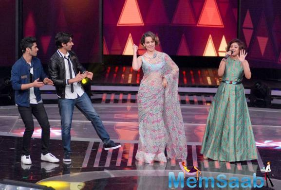 Kangana and Sunidhi the two of them sang and danced with the contestants as well. Sunidhi looked pretty in a brocade maxi dress with a keyhole neckline