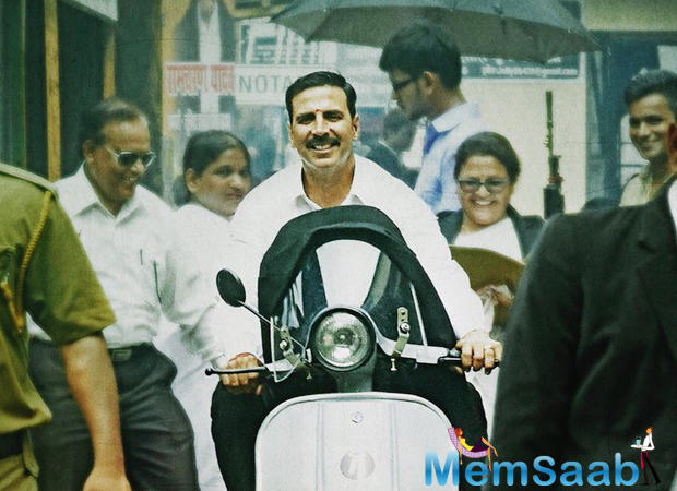 Jolly LLB 2 collected big bucks on Saturday and Sunday. Day 1 (10th Feb, Friday) it earns Rs 13.20 crore, Day 2 (11th Feb, Friday) - Rs 17.31 crore, Day 3 (12th Feb, Friday) - Rs 19.95 crore