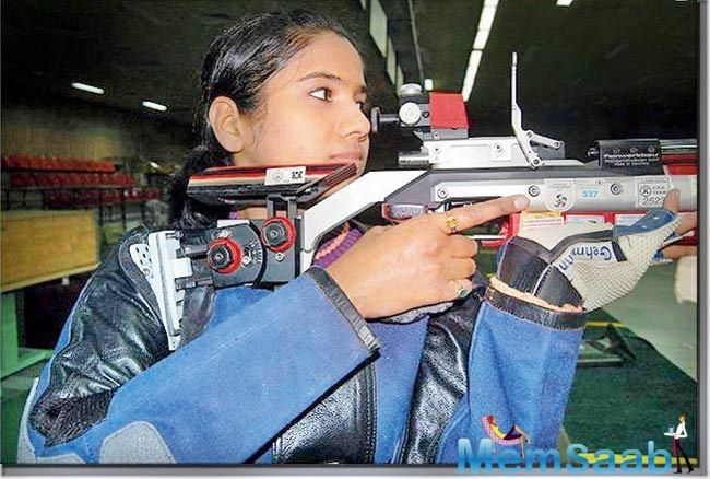 In the women's trap event, Rajeshwari Kumari (17th), Seema Tomar (22nd) and Manisha Kheer (29th) failed to clear the qualification hurdle.