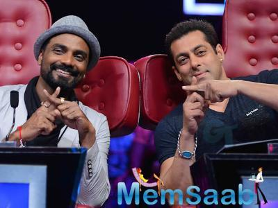 According to reports, Salman is building his core strength right now, so as to build a lean body.