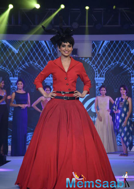 Bollywood Diva Kangana Ranaut says she has no problems with 'Azaan' but feels what Sonu Nigam said should be respected and discussed.