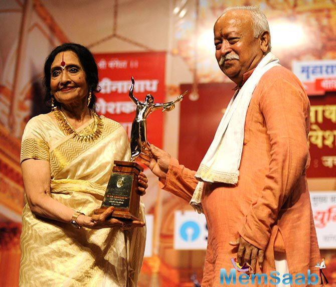 Legendary actress Vyjayanthimala Bali was honoured with Master Dinanath Vishesh Puraskar for her achievements in Hindi cinema.
