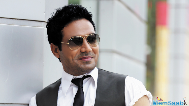 While his first release won some international awards, his portrayal of the character Rohit, a call-centre guy aspiring to become an actor, was liked by critics.