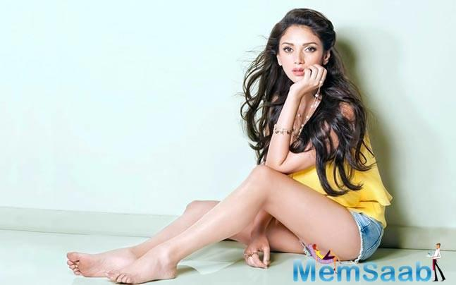 "Actress Aditi Rao Hydari escaped unhurt when fire broke out on the set of Sanjay Dutt's comeback film, ""Bhoomi""."