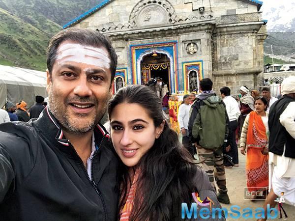 Filmmaker Abhishek Kapoor and Sara Ali Khan clicked a selfie, outside Kedarnath temple
