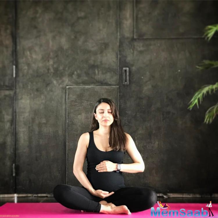 Adding to that list is actress Soha Ali Khan, who determined to stretch it out and perform some yoga asanas in spite of her growing baby bump.