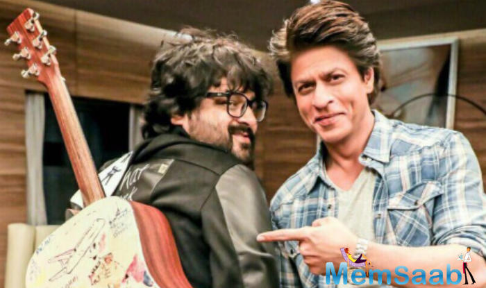 From the picture it is clear that this guitar is a customized piece. King Khan is known to thank people by gifting luxurious things, but in case of Pritam, he opted a musical instrument and it's a perfect one we think.