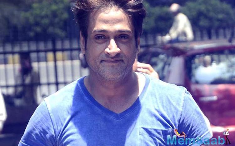 Inder Kumar gave is appearances in films like Khiladiyon Ka Khiladi, Ghoonghat and Dandnayak.