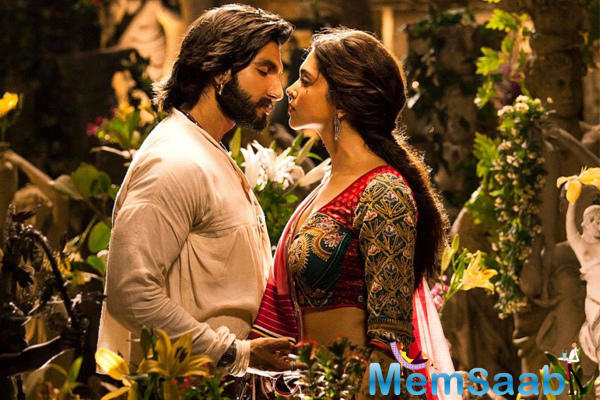 Well, there's no denying to it that Ranveer and Deepika share an electrifying chemistry, which was pretty evident in that song.
