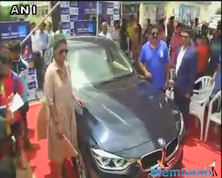 Mithali Raj, who led team India to the finals of the recently-concluded ICC Women's World Cup, was on Tuesday gifted a BMW by businessman V Chamundeswaranath.