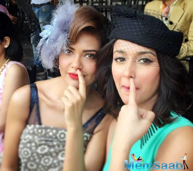 Even though 'cat fights' between actresses is not new, but Esha says that she got along with Ileana like 'chocolate'.