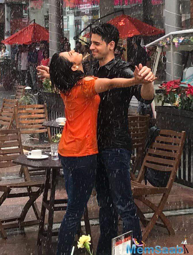 Sidharth Malhotra and Rakul Preet Singh were recently spotted drenched to the skin and romancing in the rain outside a café in Gurgaon's Cyber city hub.