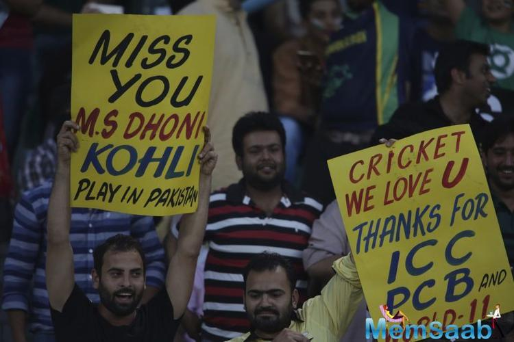 "However, one of the fans, who also happens to be a policeman, was seen with a banner, reading, ""Kohli, marry me."""