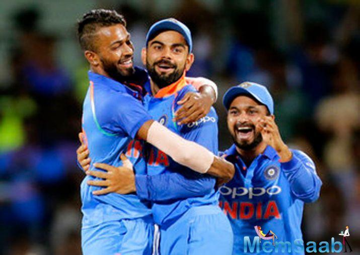 Having decided to bat, India lost Rohit Sharma early, but Virat Kohli and Ajinkya Rahane took the team forward, finishing the innings at 252 all out.