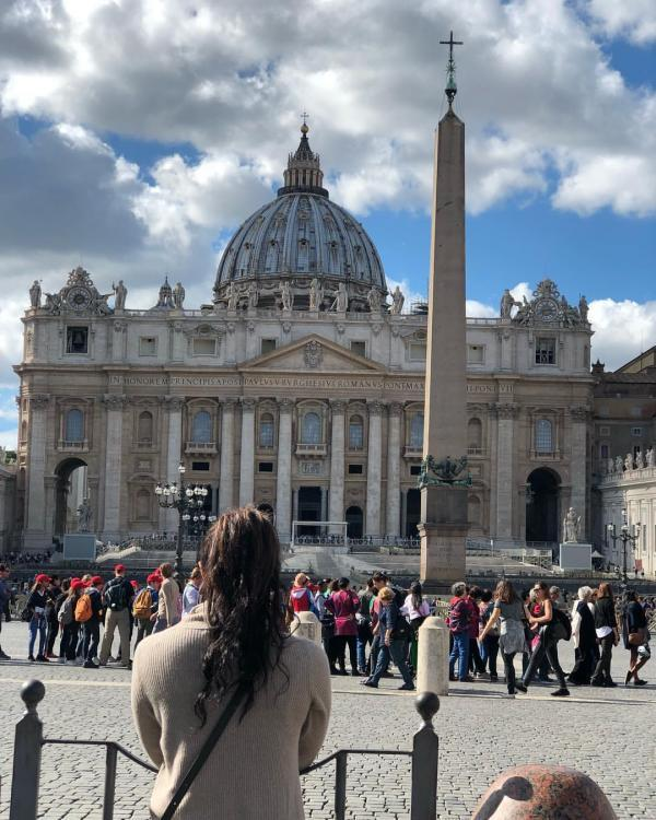 Priyanka Chopra is currently in Italy, where she has commenced the shoot of Quantico season 3. Along with work, the actor has put her tourist glasses on and is exploring the beautiful metropolis of Rome.