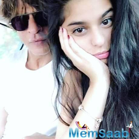 Star kids are the next generation of Bollywood, so even a small detail of them gets the fans happy. The same happened with Suhana, who was snapped smiling while cooking – making instant noodles.