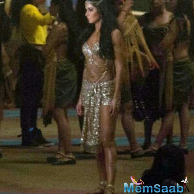 This is the leaked image of Katrina Kaif gliding in a blingy gold outfit