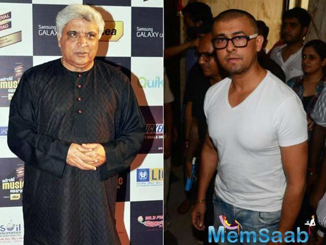 Veteran lyricist Javed Akhtar has voiced his support to singer Sonu Nigam and said loudspeakers should not be used at places of worships.