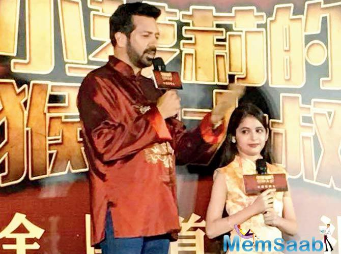 Director Kabir Khan and child actor Harshaali Malhotra attended the premiere of Bajrangi Bhaijaan in Beijing.