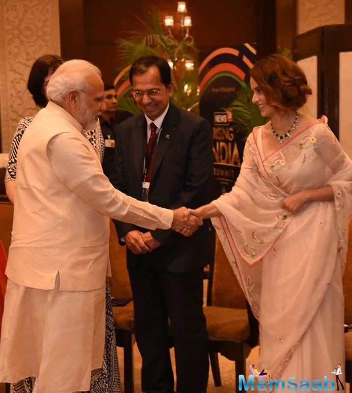 In fact, Kangana even met NaMo at the event, along with censor board chief and lyricist Prasoon Joshi.