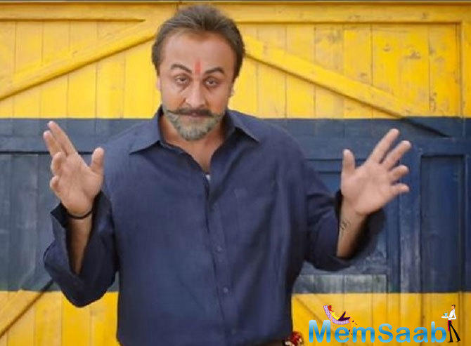 Some songs just cannot be imagined without Sanjay Dutt – be it Khalnayak or M Bole Toh or Tumhe Apna Banane Ki Kasam. And these are just the very few among the list.